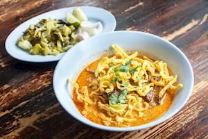 Curried_Noodle_Soup_Khao_soi.jpg