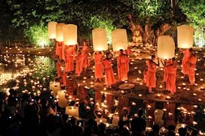 Monks_Phan_Tao_temple_Loi_Krathong_Festival.jpg
