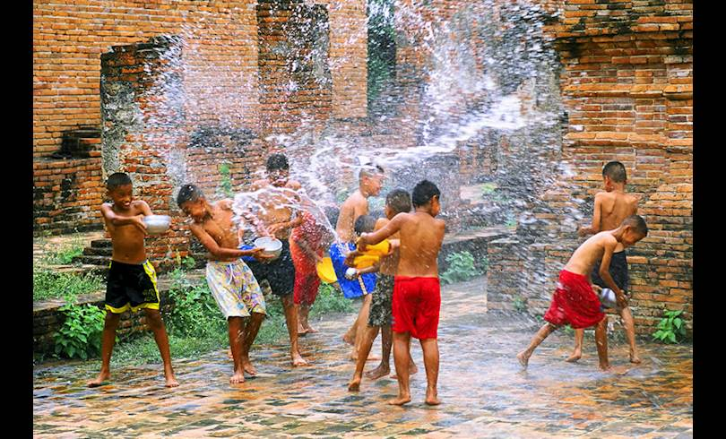 children-at-songkran.jpg